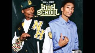 Snoop Dogg & Wiz Khalifa ft Juicy J - Smokin' On -Mac and Devin Go To High School Soundtrack(lyrics)