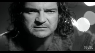 Mojado - Ricardo Arjona feat. Grupo Pesado (Video)