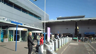 preview picture of video 'Luton Airport Departures and Arrivals'