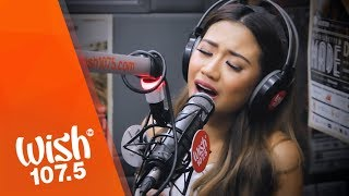 Gambar cover Morissette performs