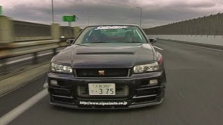 Fun on the Japanese highways with Skyline GTR R34!