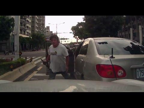 逼車攔車像凶神惡煞 看到對方瞬間龜縮變俗辣