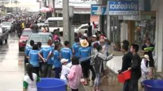 preview picture of video 'Songkran 2011 Roi-Et Province, Thailand, (part14)'