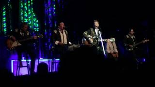 Chris Isaak - You Owe Me Some Kind of Love (Des Moines, IA 8/1/17)