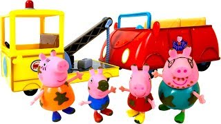 PEPPA PIG AND HER FAMILY GET STUCK IN THE MUD BUT GRANDPA DOG TOWS THEM WITH THE TOW TRUCK - STORY