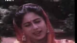 husn ki wadiyon mein-- film-waaris - YouTube