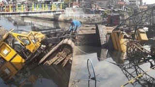 Crane Pembangunan Turap Kali Sentiong Ambruk dan Timpa Rumah, Saksi: Pelat Besi Bergeser Lalu Jatuh
