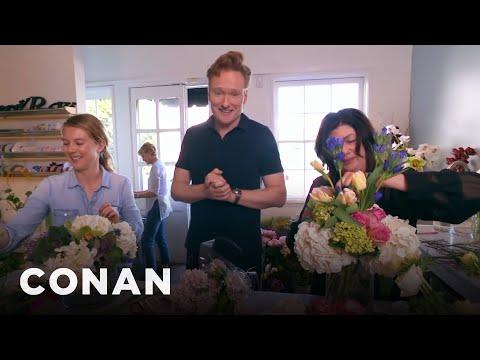 Conan rozváží valentýnské květiny