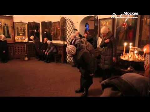 Люди в храме фото
