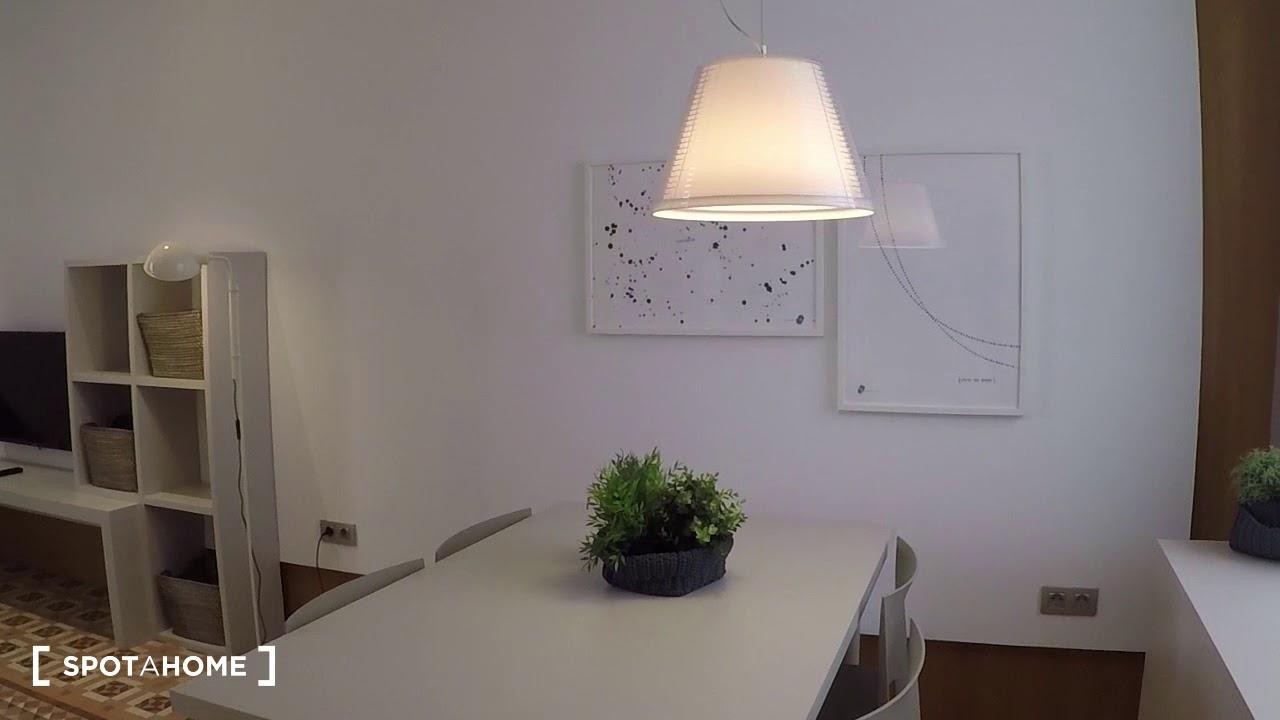 Studio with AC and balcony for rent in Eixample Dreta
