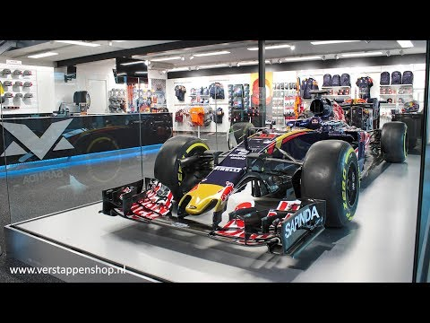 STR11 replaces STR10 - Max Verstappen store, Swalmen (The Netherlands) - One hour time-lapse