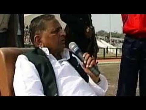 Mukhyamantri Chale Gaon: Mulayam Singh Yadav visits native village of Saifai