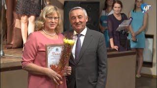 В Великом Новгороде наградили любителей клумб и цветочных балконов