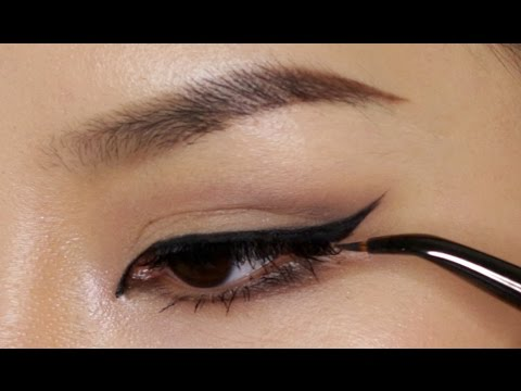Perfect Winged Eyeliner Using Tape