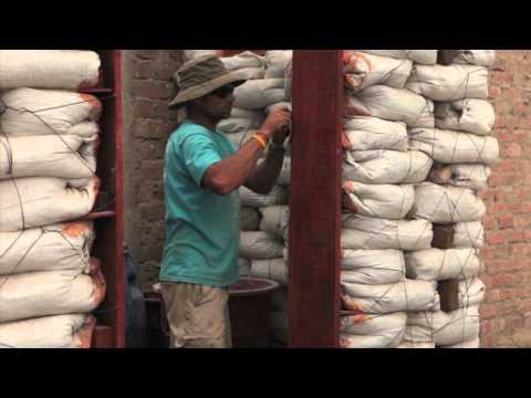Construccion con sacos de tierra en Pisco con Pisco Sin Fronteras