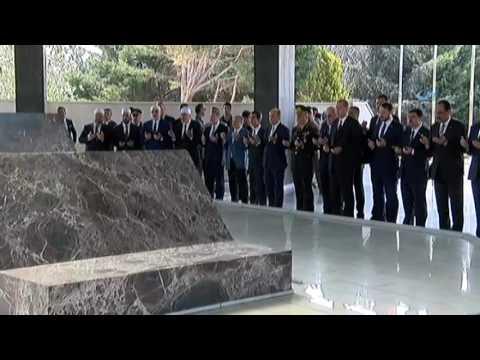 Özal, Menderes ve Erbakan'ın kabirlerini ziyaret etti