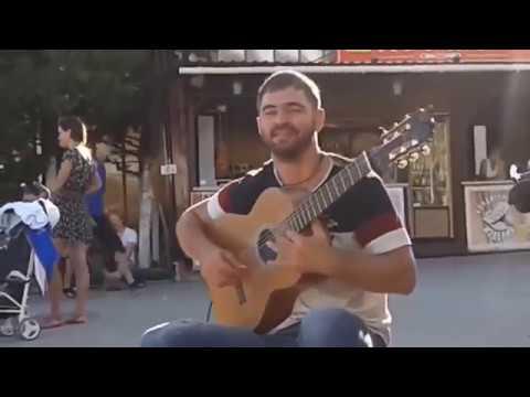 г.Анапа #Как же он красиво играет на гитаре! Заслушаешься