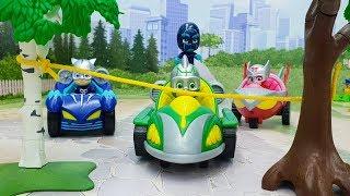 Мультики про машинки - видео для детей с игрушками Герои в масках - Опасность Ромео!