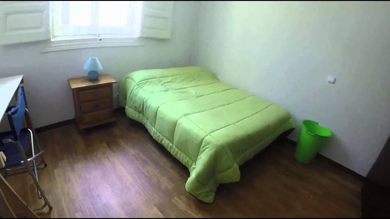 Big room with standalone wardrobe in 9-bedroom apartment, Malasaña