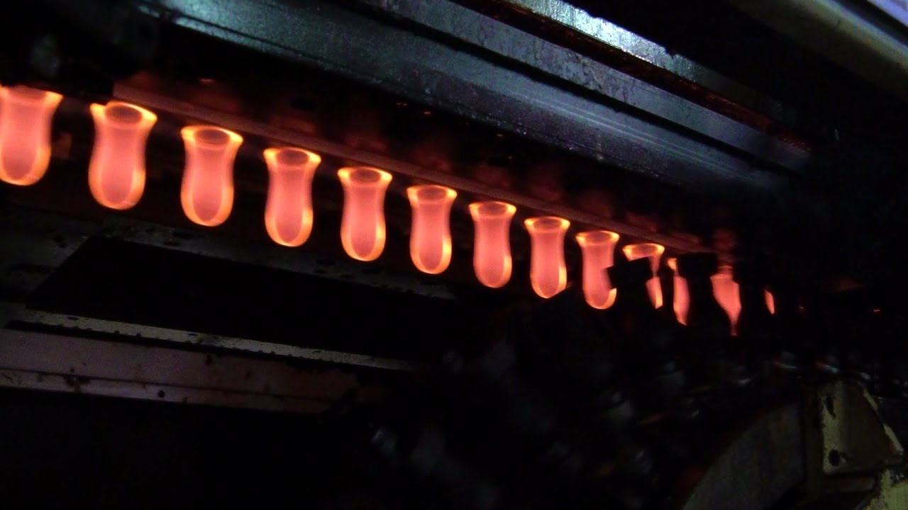 Every Minute, This Machine Can Turn Molten Glass Into 1600 Light Bulbs