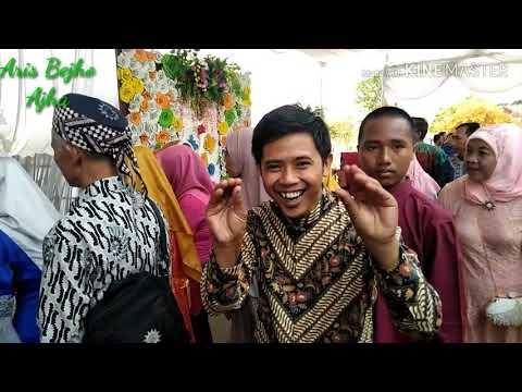 Adat Lampung.. kepelaminan dianter penari..