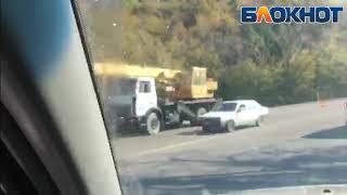 Под Новороссийском опрокинулся грузовик