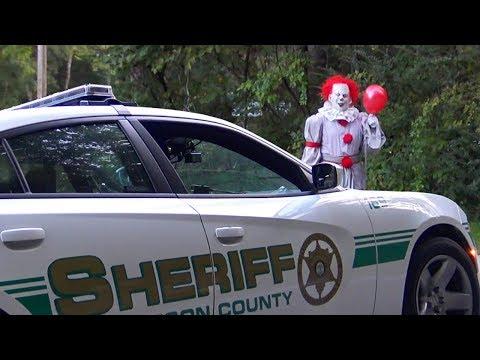 Pennywise The Dancing Circus Clown Halloween Hidden Camera Practical Joke (Cops Called)