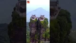 Постройки на вершине гор в Китае!