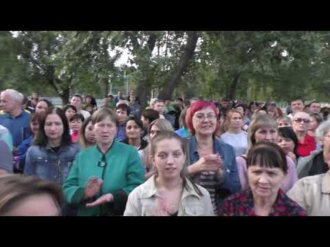 Народ встал на защиту директора Шишкиной!