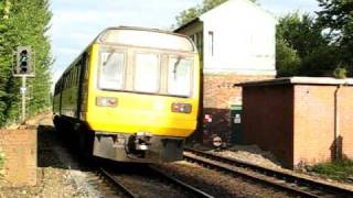 preview picture of video 'Super Sprinter passes Pacer at Huyton'