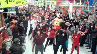 preview picture of video 'flash mob auchan beauvais'