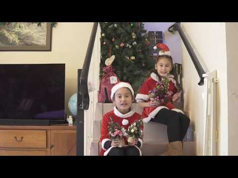 Dr. Cantonese: 2 Cute Girls Singing a Hong Kong Christmas Song in Cantonese and English