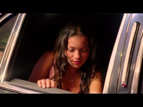 Trailer Lady, La Vendedora De Rosas (2015)