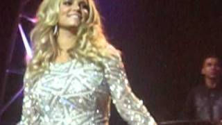 Jessica Simpson Does The Jingle Bell Rock