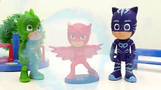 ГЕРОИ В МАСКАХ против злодеев! Видео  с игрушками из мультиков! Ромео и Лунная Девочка подрались!
