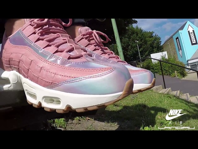 6c888ba6bcb3 NIKE SHOES WOMENS AIR MAX 95 SE RED STARDUST WASHED TEAL SAIL 00:10 996