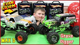 Monster Truck Monday 5: RC Monster Jam Grave Digger & Max D AXIAL SMT10 Father and Son Play