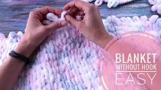 Looped yarn blanket DIY. No hook or knitting needls, only your hands! Looped yarn tutorial.