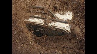 Находка в поле Откопали автомобиль