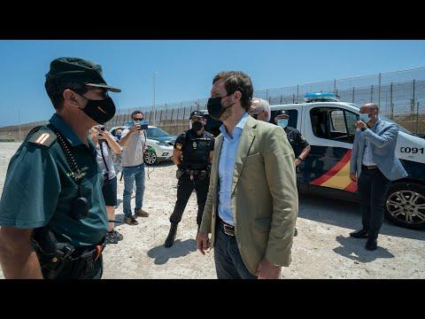 Pablo Casado atiende a los medios en su visita a M...