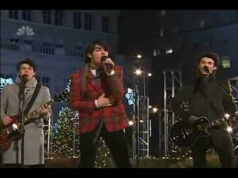 Jonas Brothers  Girl Of My Dreams - Christmas at Rockefeller Center (HQ)