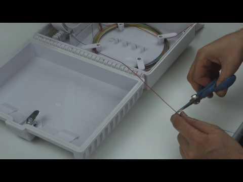 Instalación de cables de fibra óptica en caja  (2017)