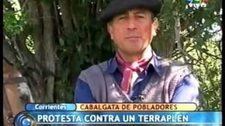 preview picture of video 'Cabalgata protesta a favor de la demolicion del terraplen ilegal de los esteros del ibera'