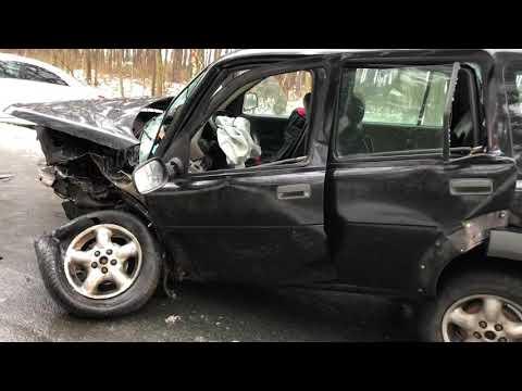 Wideo1: Czołowe zderzenie aut na trasie Piotrowice - Niechłód