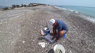 Рыбалка на Средиземном море на удочку с берега. Пляж Чамьюва.