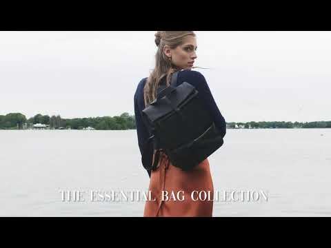 Violet Hamden The Essential Bag Pochette Bleu Outremer