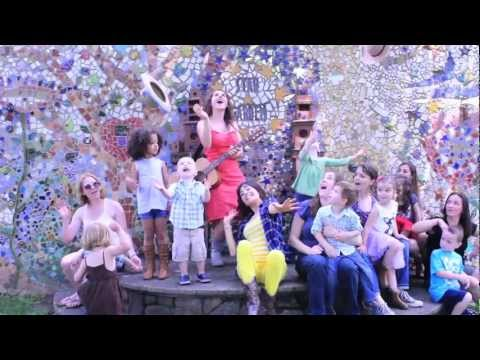 Shake your sillies out!  Silly Illy Willies - kids music video!