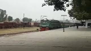 preview picture of video '39UP Jaffar Express With ZCU-20-6420 Departuring Attock City Junction.'