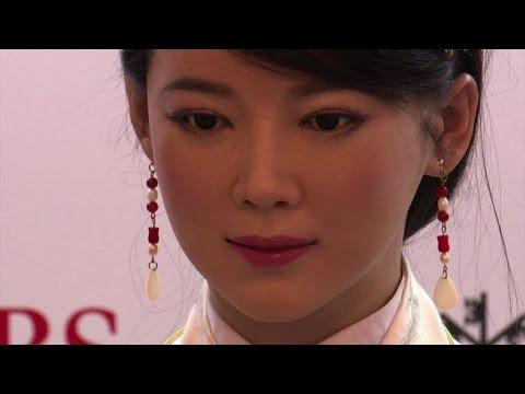 Фотореалистичный робот Jia Jia приобретает все больше навыков