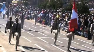 preview picture of video 'Glorioso Colegio Nacional de San Carlos de Puno (Desfile del Batallón Carolino) 26-07-2008'
